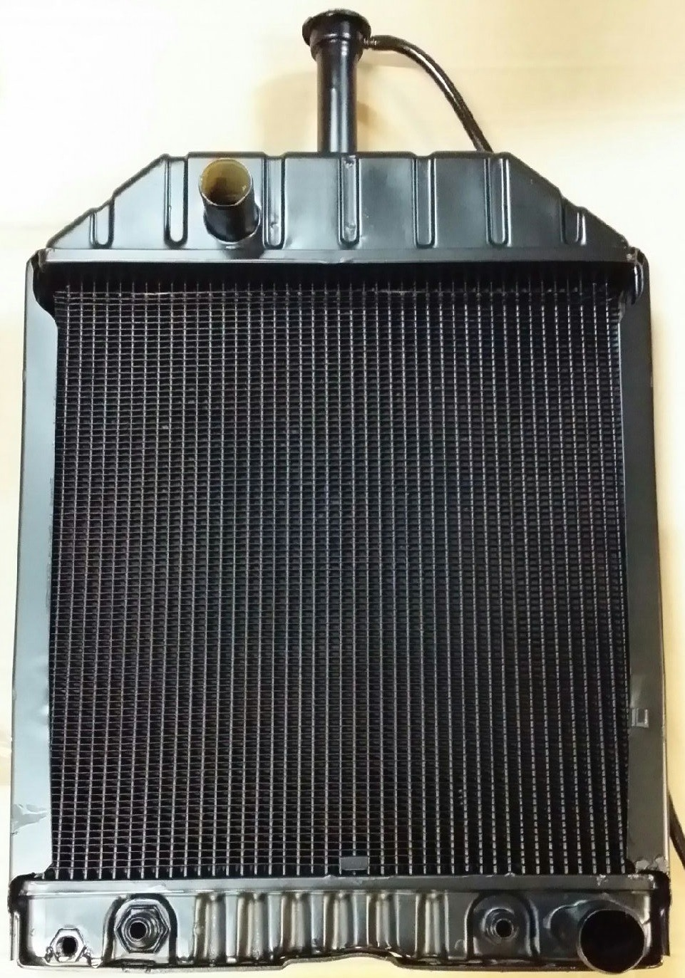 E7NN8005D Radiator For Ford//New Holland 445D 455C 555C 555D 565D 655C Tractor